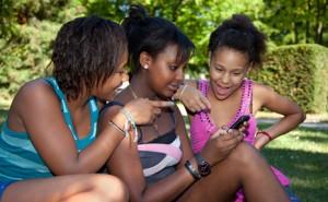 Teens use socl media